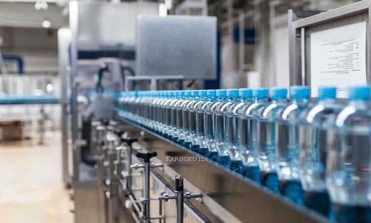 Kargoku - Perusahaan Mnufaktur di Indonesia - Bisnis Manufaktur adalah sebuah badan usaha yang mengoperasikan mesin, peralatan dan tenaga kerja dalam sebuah medium proses untuk merubah bahan baku, komponen, atau bagian lain menjadi barang jadi yang dapat memenuhi harapan atau spesifikasi pelanggan.